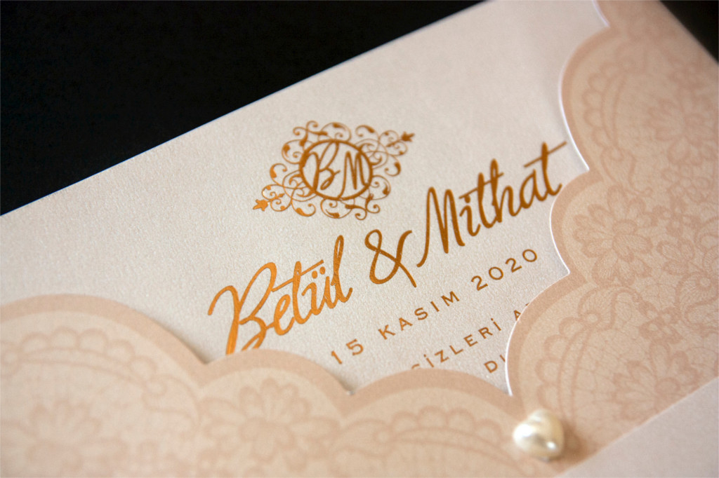 vintage detaylı düğün davetiyesi